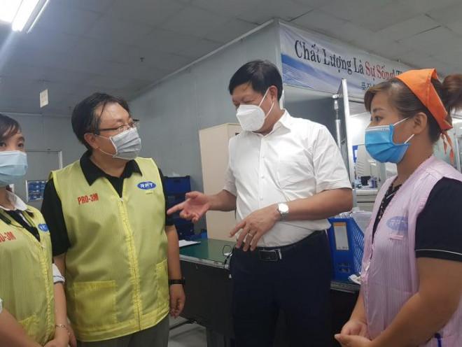 """Thứ trưởng Bộ Y tế liên tục """"truy bài"""" khi kiểm tra thực tế phòng chống dịch ở Thái Nguyên - 4"""