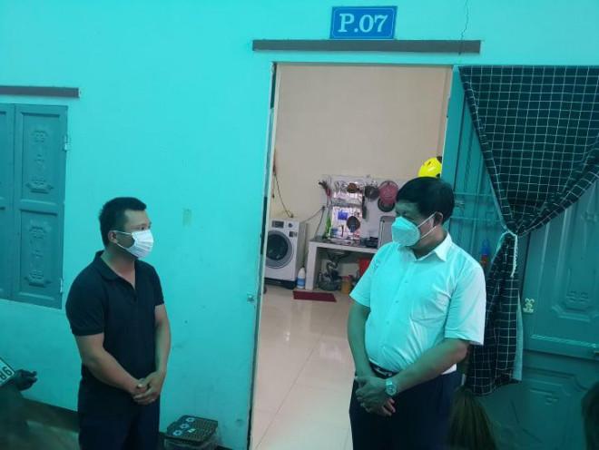 """Thứ trưởng Bộ Y tế liên tục """"truy bài"""" khi kiểm tra thực tế phòng chống dịch ở Thái Nguyên - 6"""