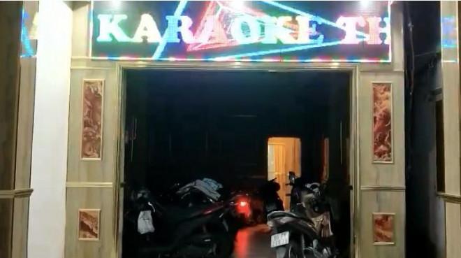 Sốc: 2 cô gái khỏa thân trong quán karaoke ở TP Biên Hoà để phục vụ 20 khách - 1