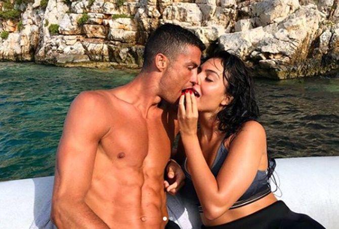 """Siêu sao Cristiano Ronaldo từng đào hoa thế nào trước khi """"chịu trói""""? - 14"""