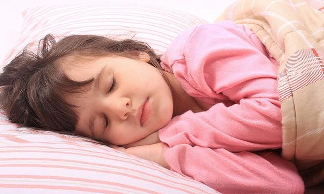 Trẻ khò khè, ngủ ngáy, đờm dãi nhiều là dấu hiệu cảnh báo sớm viêm amidan - 1