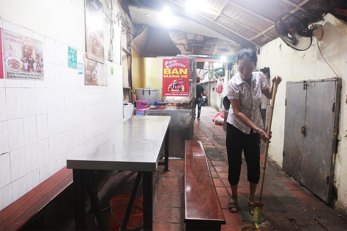 Người Hà Nội ăn phở từ 5h sáng, quán bún 9h đã hết hàng - 1