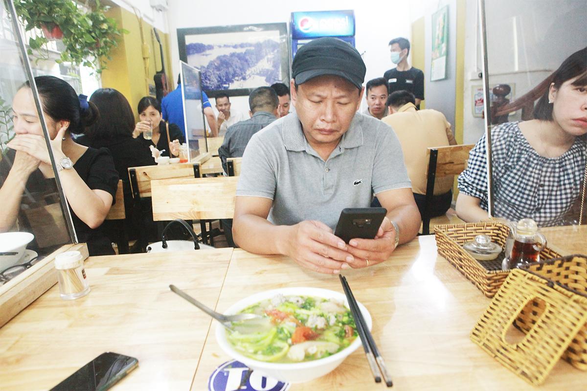 Người Hà Nội ăn phở từ 5h sáng, quán bún 9h đã hết hàng - 11