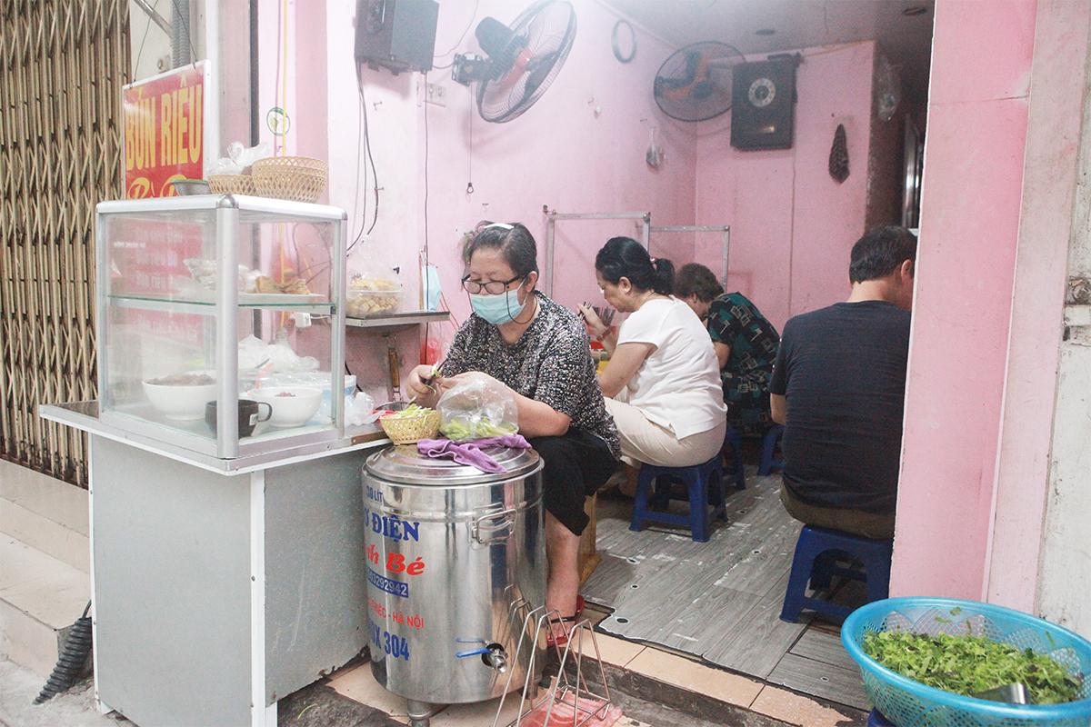Người Hà Nội ăn phở từ 5h sáng, quán bún 9h đã hết hàng - 13
