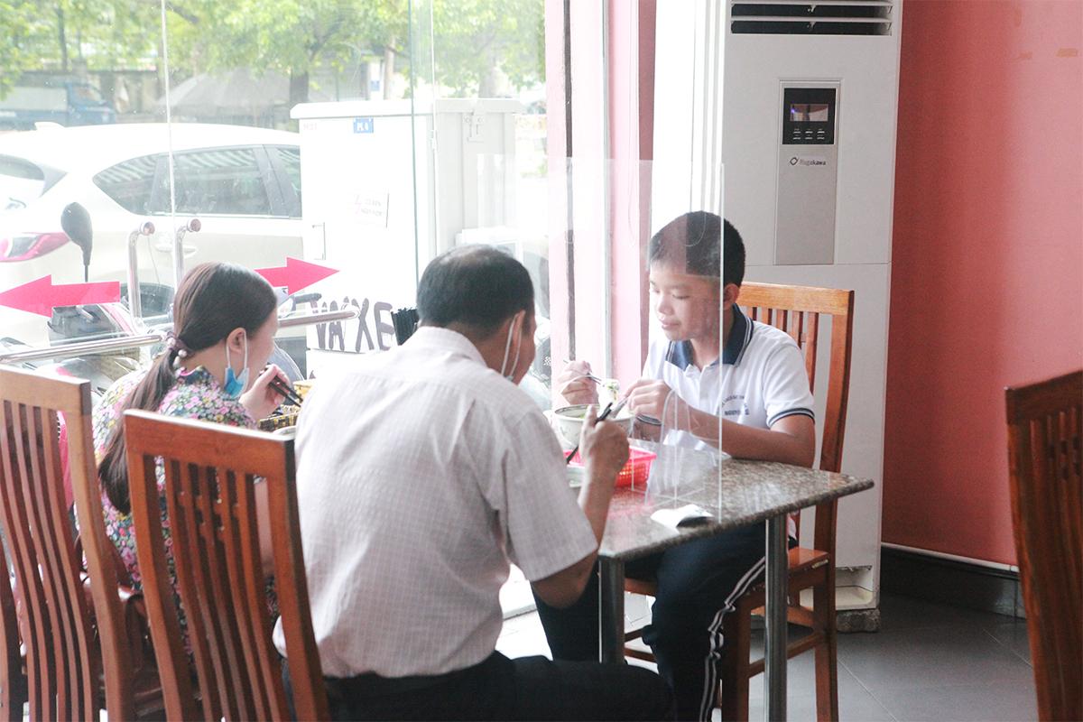 Người Hà Nội ăn phở từ 5h sáng, quán bún 9h đã hết hàng - 8