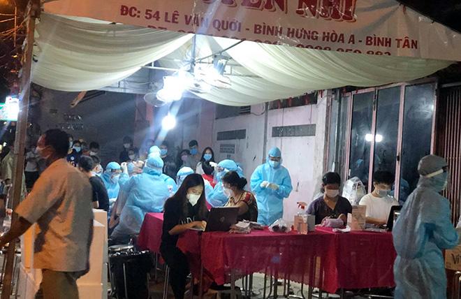 TP.HCM: Chặn đứng dịch COVID-19 trên toàn quận Bình Tân bằng xét nghiệm - hình ảnh 5