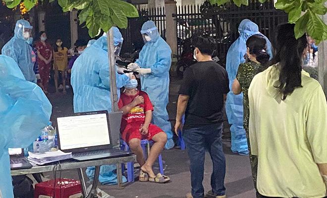 TP.HCM: Chặn đứng dịch COVID-19 trên toàn quận Bình Tân bằng xét nghiệm - hình ảnh 6