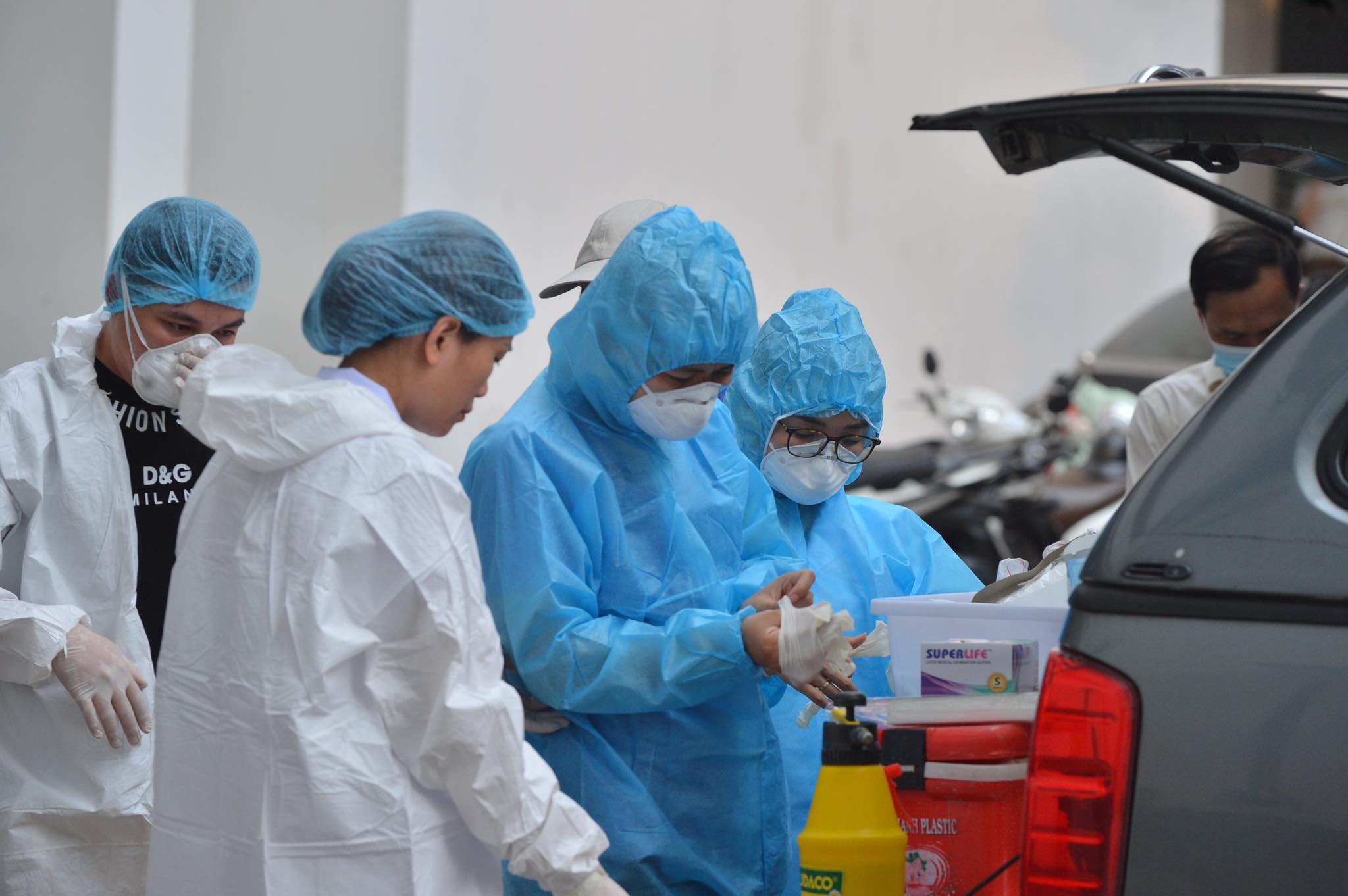 Thái Bình: Lái xe và phụ xe khách về từ TP HCM dương tính với SARS-CoV-2 - hình ảnh 1