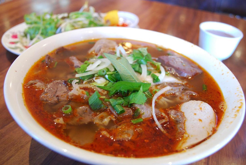 Top 11 món ăn ở Việt Nam được du khách đặc biệt yêu thích - 9