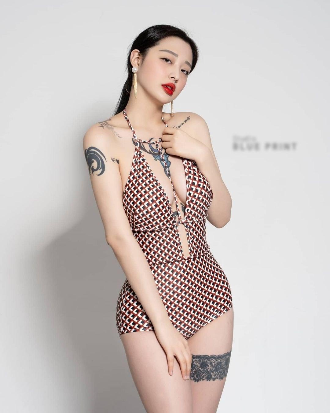 Hot girl có vẻ đẹp mỡ màng hút mọi ánh mắt vì hình xăm lớn, táo bạo nơi thềm ngực - 5
