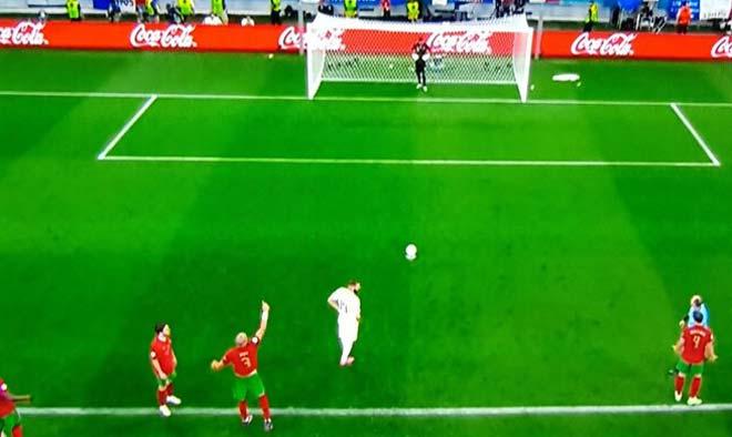 """Thủ môn Bồ Đào Nha <span class='marker'>cãi</span> lời Ronaldo """"mách nước"""" bắt 11m gây <span class='marker'>đa dạng</span> hệ lụy - 3"""