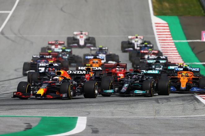 """Đua xe F1, chặng Styrian GP: Max Verstappen đăng quang trên """"thánh địa của Bò húc"""" - 1"""