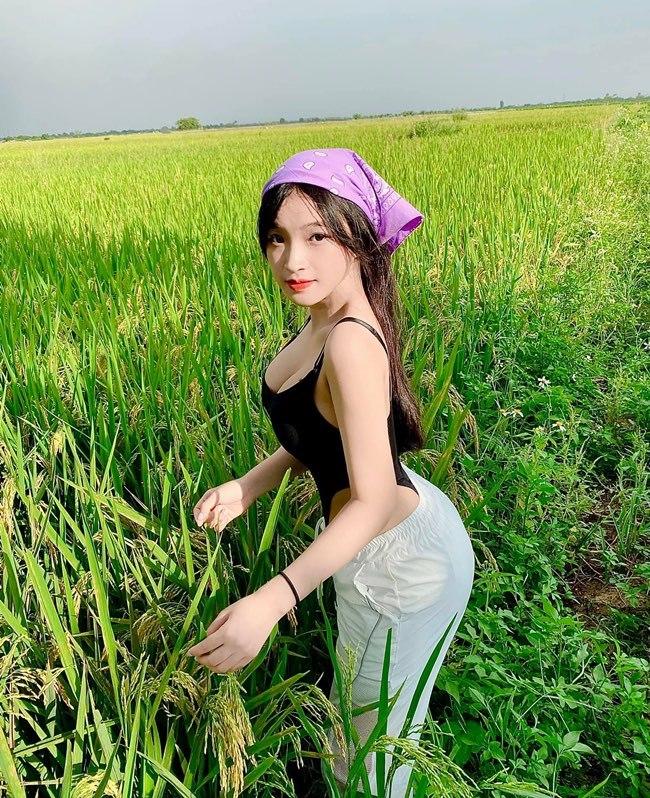 """Nữ sinh Biên Hòa diện bodysuit đi gặt lúa bị nhận xét """"trang phục sai khung cảnh"""" - 3"""
