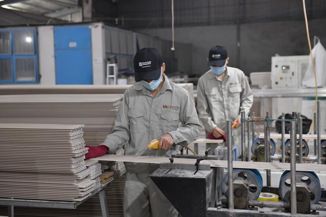 Gỗ nhựa Việt Ý - nhà máy sản xuất gỗ nhựa Việt Nam xuất khẩu sang thị trường quốc tế - 2