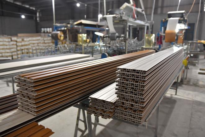 Gỗ nhựa Việt Ý - nhà máy sản xuất gỗ nhựa Việt Nam xuất khẩu sang thị trường quốc tế - 3