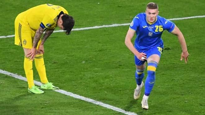 Ukraine vào tứ kết