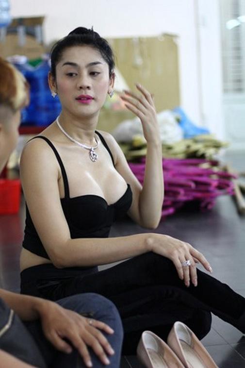 Mât bình tĩnh vì ngắm Hương Giang, Lâm Chi Khanh tập gym - hình ảnh 9