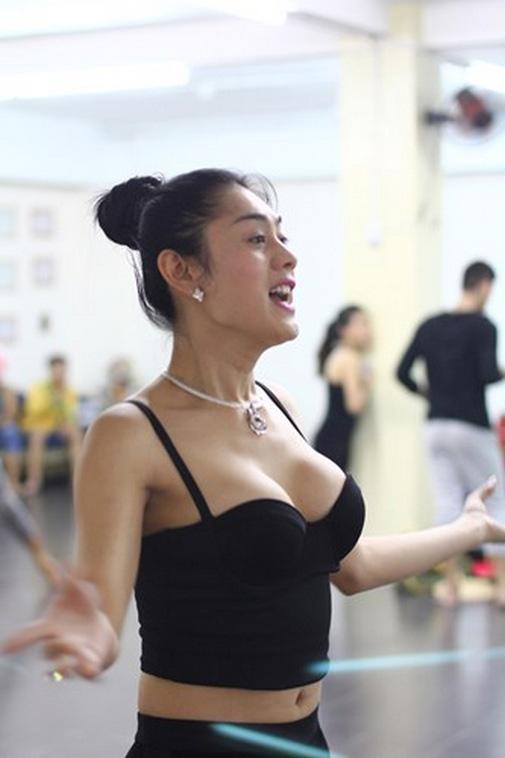 Mât bình tĩnh vì ngắm Hương Giang, Lâm Chi Khanh tập gym - hình ảnh 10