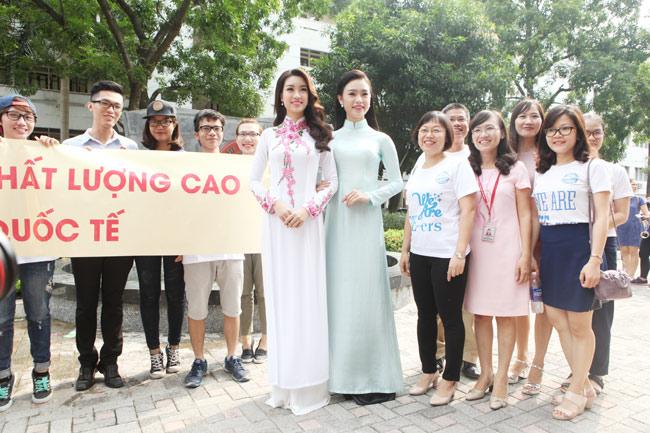 Hoa hậu Mỹ Linh về thăm thầy cô ĐH Ngoại Thương - hình ảnh 1