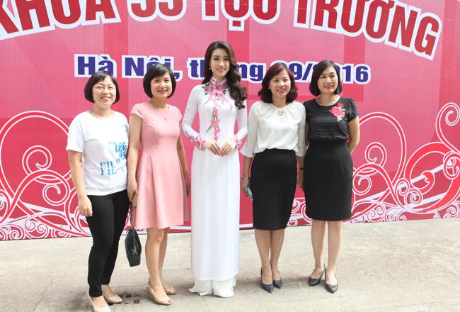 Hoa hậu Mỹ Linh về thăm thầy cô ĐH Ngoại Thương - hình ảnh 10