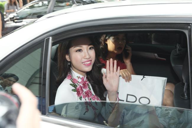Hoa hậu Mỹ Linh về thăm thầy cô ĐH Ngoại Thương - hình ảnh 12