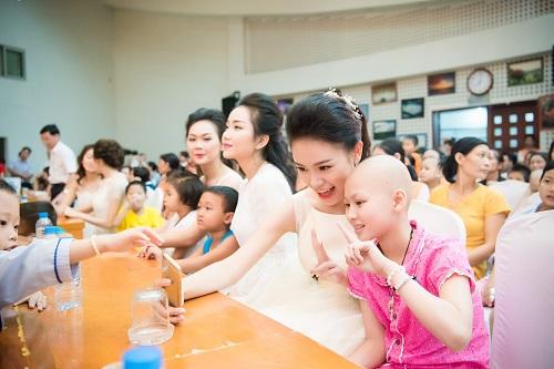 Hoa hậu Mỹ Linh sắm vai chị Hằng yêu thương bệnh nhi - hình ảnh 5