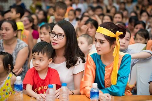 Hoa hậu Mỹ Linh sắm vai chị Hằng yêu thương bệnh nhi - hình ảnh 7