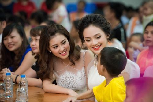 Hoa hậu Mỹ Linh sắm vai chị Hằng yêu thương bệnh nhi - hình ảnh 8