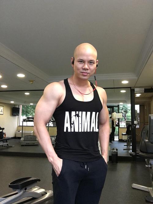 Không thể tin đây là Phan Đinh Tùng ở tuổi 41 - hình ảnh 1