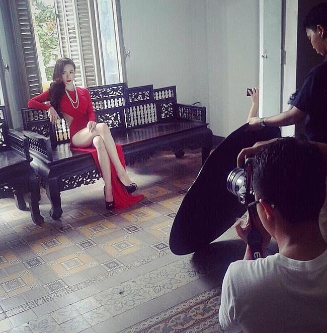 Hậu trường ảnh nội y quá nóng bỏng: Angela Phương Trinh không như fan lầm tưởng - hình ảnh 2