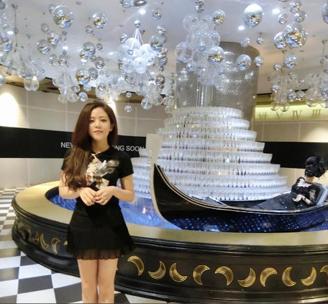 3 cô em chồng nóng bỏng, giàu có nức tiếng trong showbiz Việt - hình ảnh 23