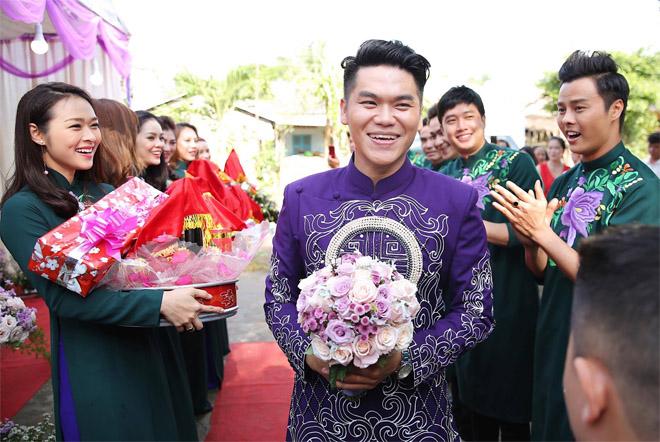 Lê Phương thẹn thùng được chồng trẻ hôn tại lễ cưới - hình ảnh 4