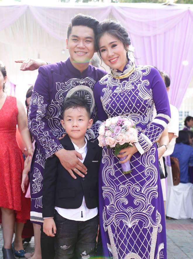 Lê Phương thẹn thùng được chồng trẻ hôn tại lễ cưới - hình ảnh 9