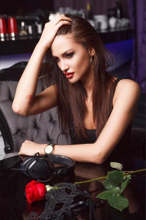 """Mày râu """"đứng ngồi không yên"""" vì 5 nàng DJ sexy nhất thế giới - hình ảnh 3"""