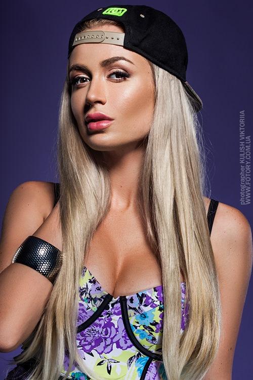 """Mày râu """"đứng ngồi không yên"""" vì 5 nàng DJ sexy nhất thế giới - hình ảnh 6"""