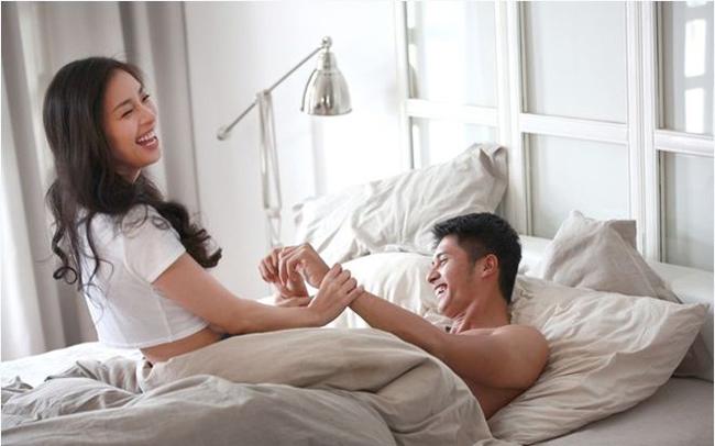 """Dàn mỹ nữ Việt """"chết đứ đừ"""" khi rơi vào vòng tay loạt trai đẹp - hình ảnh 22"""