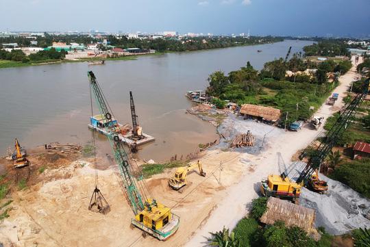Nửa đêm, bờ sông Sài Gòn bỗng dưng mất 1.250 m2 - hình ảnh 1