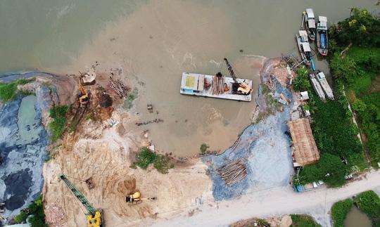 Nửa đêm, bờ sông Sài Gòn bỗng dưng mất 1.250 m2 - hình ảnh 2