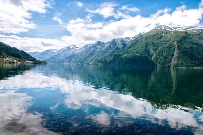 Sững sờ trước cảnh thiên nhiên đẹp như cổ tích ở Na Uy - hình ảnh 1