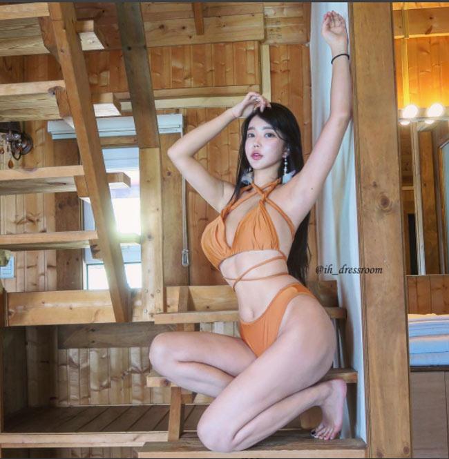 Đỏ mặt vì áo tắm cực táo bạo của hot girl phồn thực Hàn Quốc - hình ảnh 5