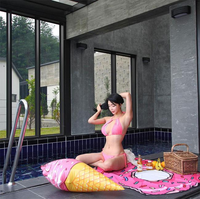 Đỏ mặt vì áo tắm cực táo bạo của hot girl phồn thực Hàn Quốc - hình ảnh 9