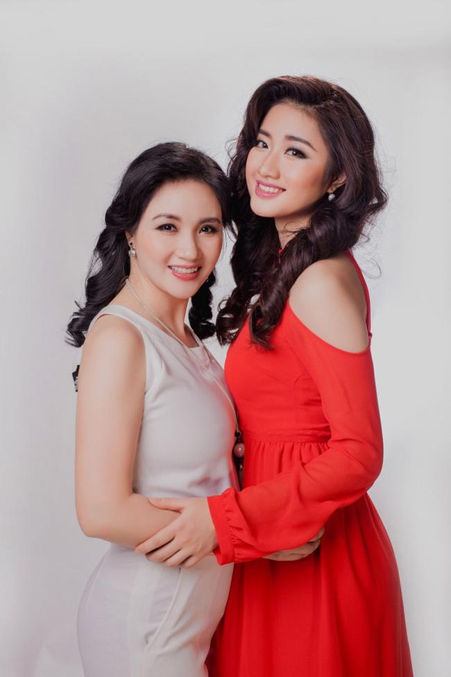 """Những bà mẹ """"đẹp như hoa hậu"""" trong showbiz Việt - hình ảnh 2"""