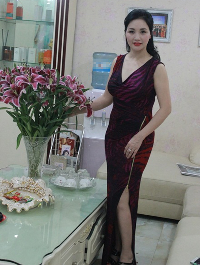 """Những bà mẹ """"đẹp như hoa hậu"""" trong showbiz Việt - hình ảnh 6"""