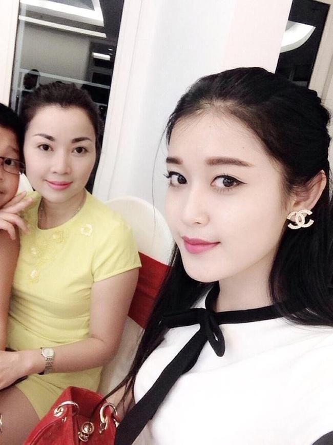 """Những bà mẹ """"đẹp như hoa hậu"""" trong showbiz Việt - hình ảnh 11"""