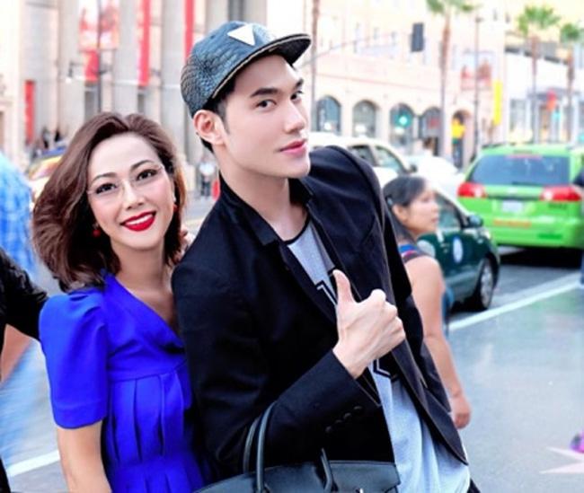 """Những bà mẹ """"đẹp như hoa hậu"""" trong showbiz Việt - hình ảnh 15"""