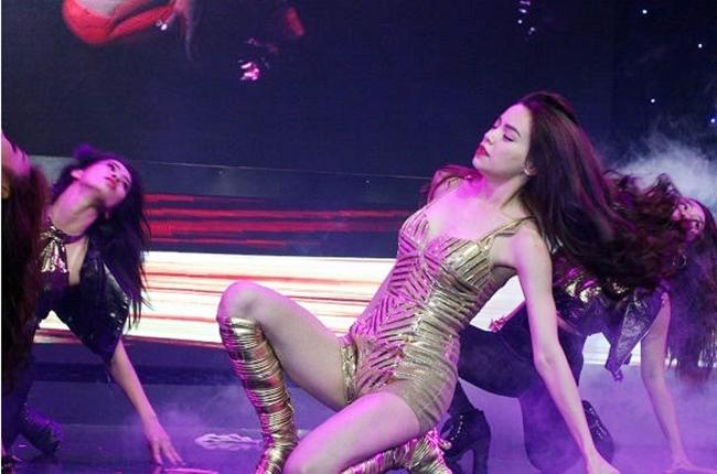 Càng yêu nồng nhiệt, mỹ nhân Việt càng sexy trên sân khấu - hình ảnh 8