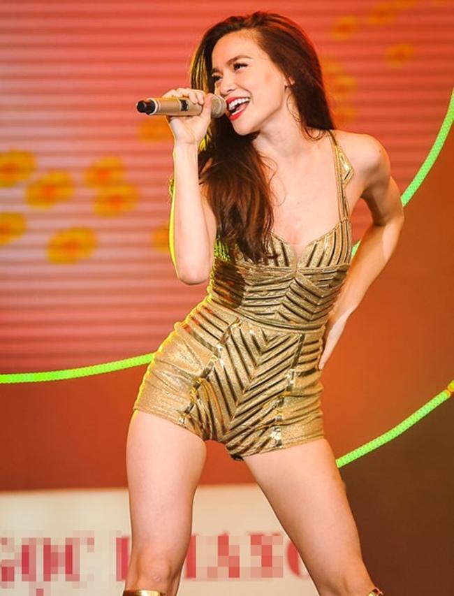 Càng yêu nồng nhiệt, mỹ nhân Việt càng sexy trên sân khấu - hình ảnh 14