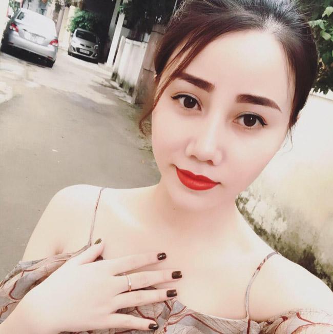 """""""Nóng bừng"""" vì 4 cô vợ hot girl gợi cảm của chân sút Việt - hình ảnh 8"""
