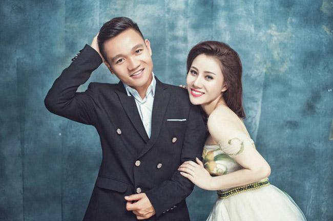 """""""Nóng bừng"""" vì 4 cô vợ hot girl gợi cảm của chân sút Việt - hình ảnh 7"""