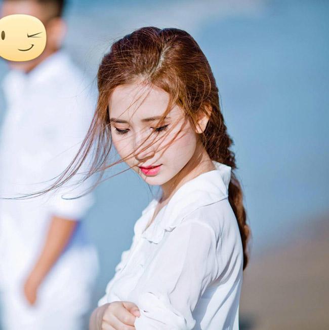 """""""Nóng bừng"""" vì 4 cô vợ hot girl gợi cảm của chân sút Việt - hình ảnh 12"""